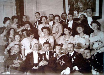 Гумилев и Ахматова в 1913 г. на литературном вечере
